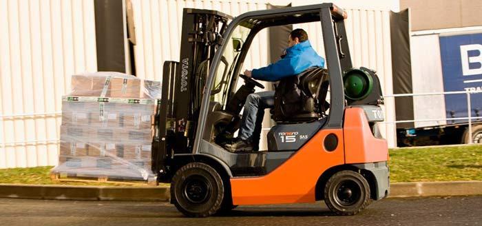 Traction batteries for floor vehicles